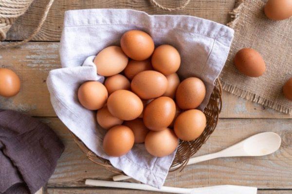 mơ thấy bán trứng